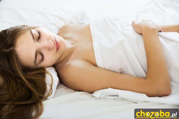 7-zdrowotnych-korzysci-spania-nago